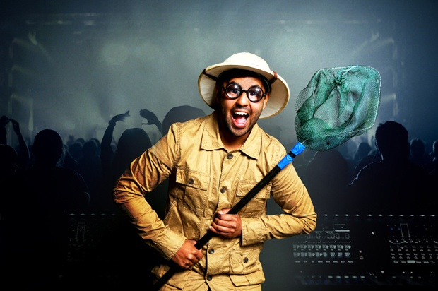 Boy in a club with a net and hunting clothes and hat.