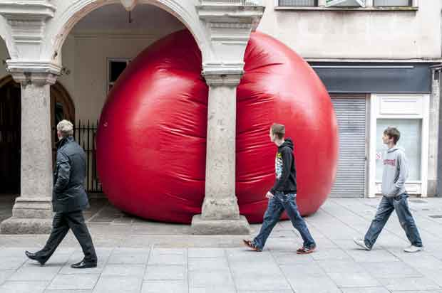 big red ball shocking people