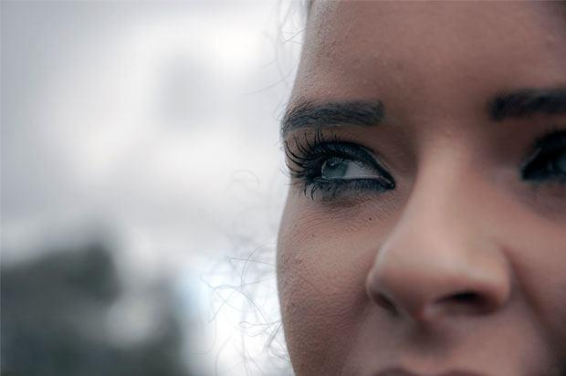 girls eye looking worried