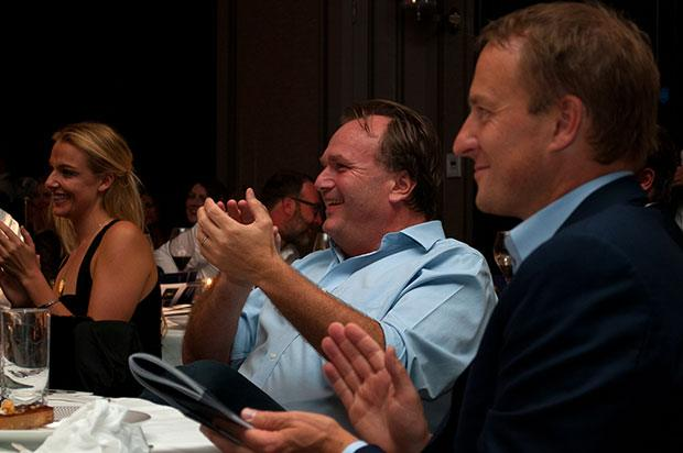 guests-clapping-auction